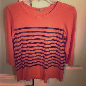 Cute 3/4 sleeve orange top with camo stripes.😱